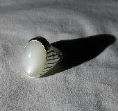 خاتم راقي ب(حجر القمر) حجم راهي وفضه 925
