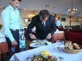 مدير مطاعم وكافيهات مصرى