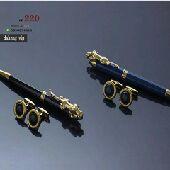 مفتاح ريموت وقلم من شركة جاكوار