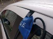 أداة فتح باب السيارة