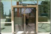 فريق صيانة الأبواب الأوتوماتيكية والزجاجية