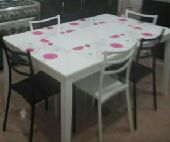 طاولة طعام لون ابيض ساده