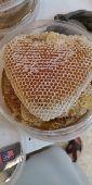 عسل بالشمع طبيعي 100 بلدي