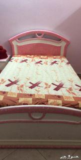 سرير مفرد عريض