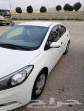 ريد بيع سيارتي KIA Cerato ذات اللون الأبيض. م