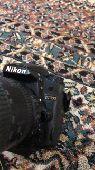 كاميرا نيكون مع ملحقاتها كامله بالشنطه