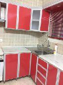 مطبخ أحمر اللون