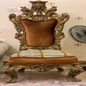 للبيع كنب كرسي خشب.