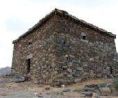 حجر طبيعي وبناء بيوت قديمه