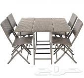 طاولة قابلة للتوسع مع كفرين و أربع كراسي رتان