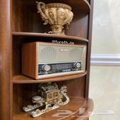 راديو قديم الشكل مناسب للهدايا ومشب مجلس ملحق