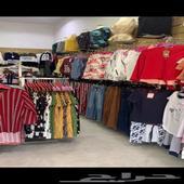محل ملابس للبيع او التقبيل