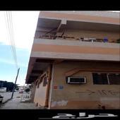 عماره من دورين وملحق مع حوش كبير في الخلف تقع ع ثلاث شوارع