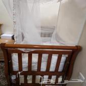 للبيع سرير اطفال شبه جديد