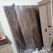 طاولة تلفاز خشب بحالة جيدة شبه جديدة