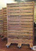 جدة - استاندات خشبية