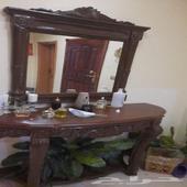 طاولة مدخل للبيت مع المرايا