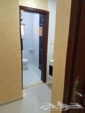 شقة 4 غرف و صالة و 3 حمام ب 370 الف بالفهد