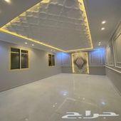 للبيع شقة تمليك جديده بالوسام2 بحوش و3مداخل