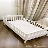 سرير اطفال من ايكيا مستعمل نظيف