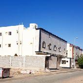 للبيع عماره سكنيه مساحتها 754م شارع شرقي7شقق