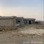 بيت للبيع في الدرب في نص ارض