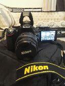 للبيع كاميرا Nikon D5200 شبه جديده ضمان