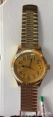 ساعة قديمه. على شكل ساعة يد