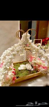 صواني تقديم جميله وفخمه مع الورد الصناعي