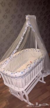 سرير اطفال نظيف جدا نظام هزاز