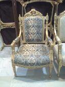300 كرسي جاهزة للبيع