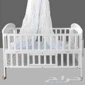 سرير اطفال جديد للبيع ابيض