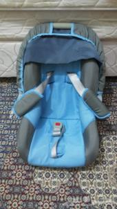 كرسي سيارة للأطفال