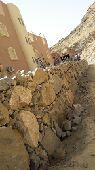 بناء جدارات بالحجر وقص الاراضي