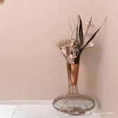 مزهرية أنيقة باللون البني للبيع على السوم