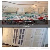 غرفة نوم مع دولاب