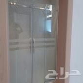 تركيب زجاج سكريت وأبواب المنيوم وحمامات شاور