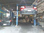 ورشة لصيانة الجيرات والسيارات