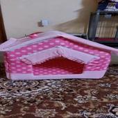 بيت قطط لون وردي