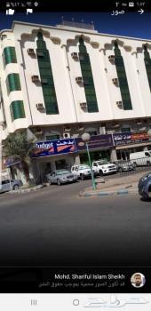 عمارة تجارية على الشارع الرئيسي العام