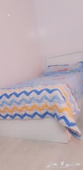سرير للبيع مفرد شبه جديد
