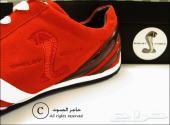 أحذية مميزة بطابع رياضي عليها شعار الموستنق الشيلبي