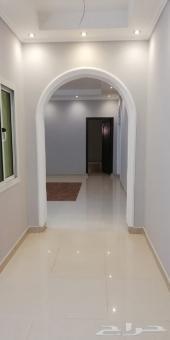 شقة 4 غرف و صالة و 3 دورات مياه للايجار عوائل