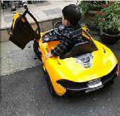 سيارة أطفال ماكلارين مع هدايا مجانية