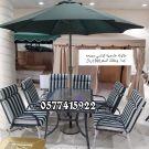 طاولات طعام  حديقة خارجية  مع مظلة