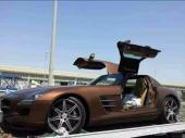 الوسيم لي شحن السيارات من الامارات الى جميع مجلس التعاون الخليجي والعكس على سطحات هيدروليك