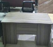 مكاتب مع ادراج جديد بالكرتون