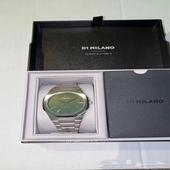 ساعة دي 1 ميلانو لون المينا اخضر 2020