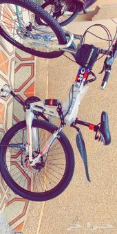 دراجتين هوائيه للبيع ممتازه وتتصفط اللون فضي