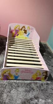 سرر سرير اطفال هوم سنتر استعمال نظيف جدا